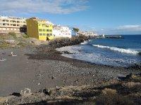 Пляж Playa de Los Abrigos в Лос-Абригос на Тенерифе (Канарские острова, Испания)
