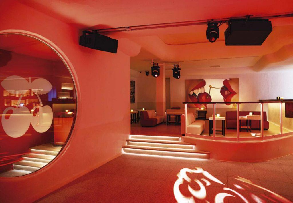 Свободное пространство в клубе Пача на Ибице