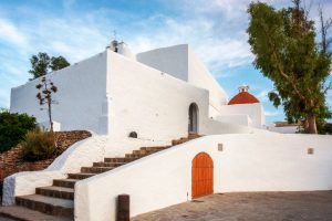Puig de Missa - белокаменная церковь – крепость на Ибице, Балеарские острова, Испания