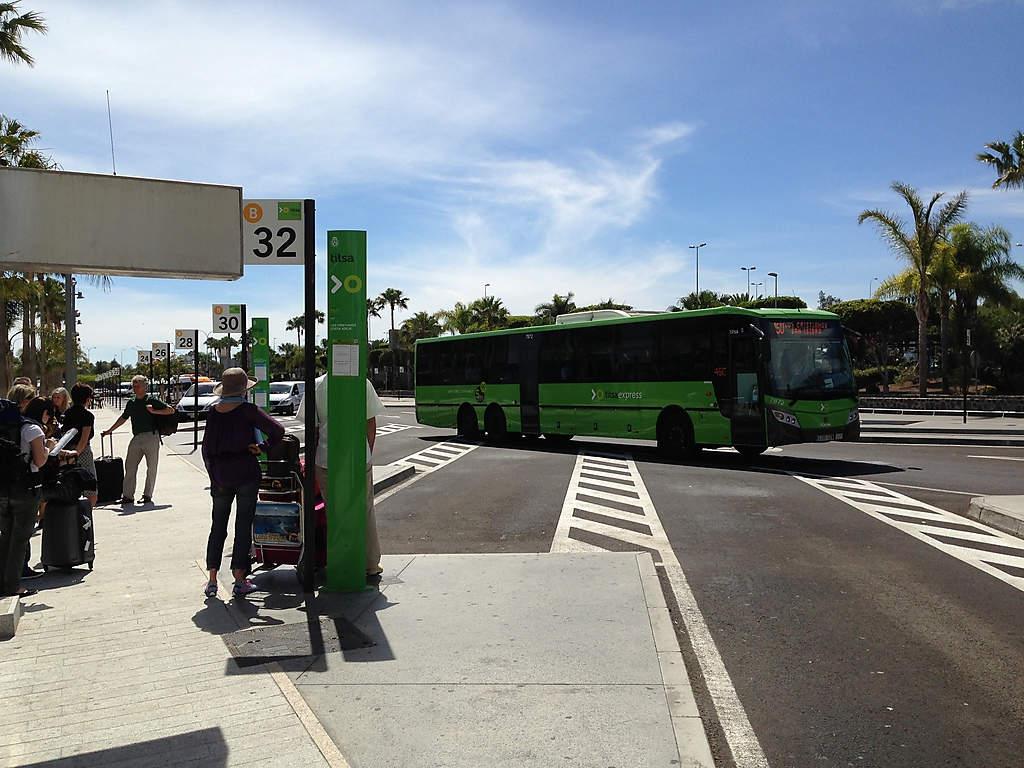 Зеленые автобусы и зеленые столбики – ошибиться сложно