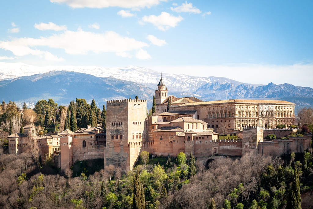 Дворец Альгамбра весной, Гранада, Испания