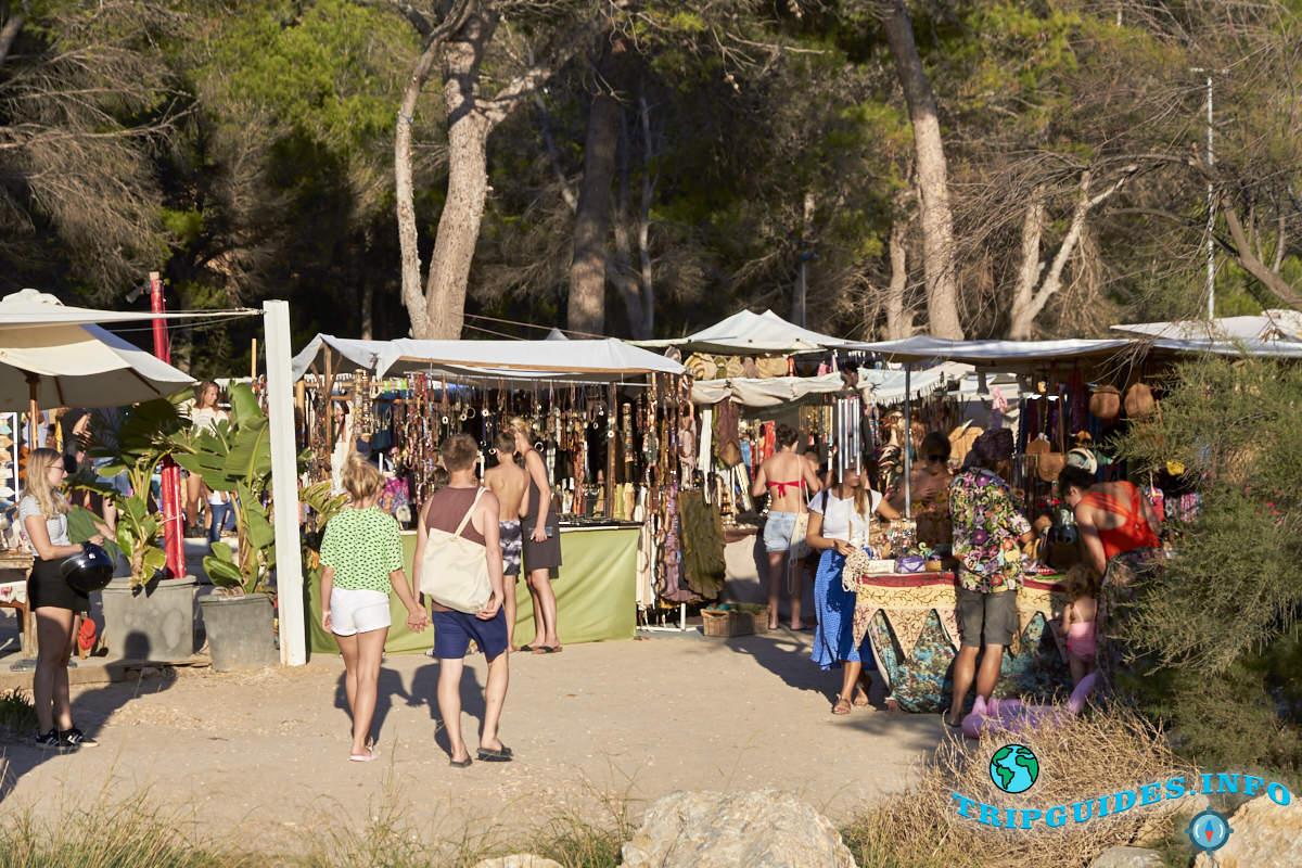 Рынок на Кала Бениррас на Ибице - Балеарские острова, Испания