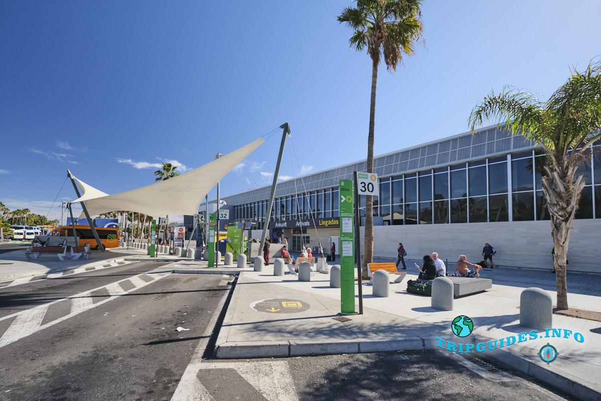 Автобусная остановка в аэропорту Тенерифе-Южный