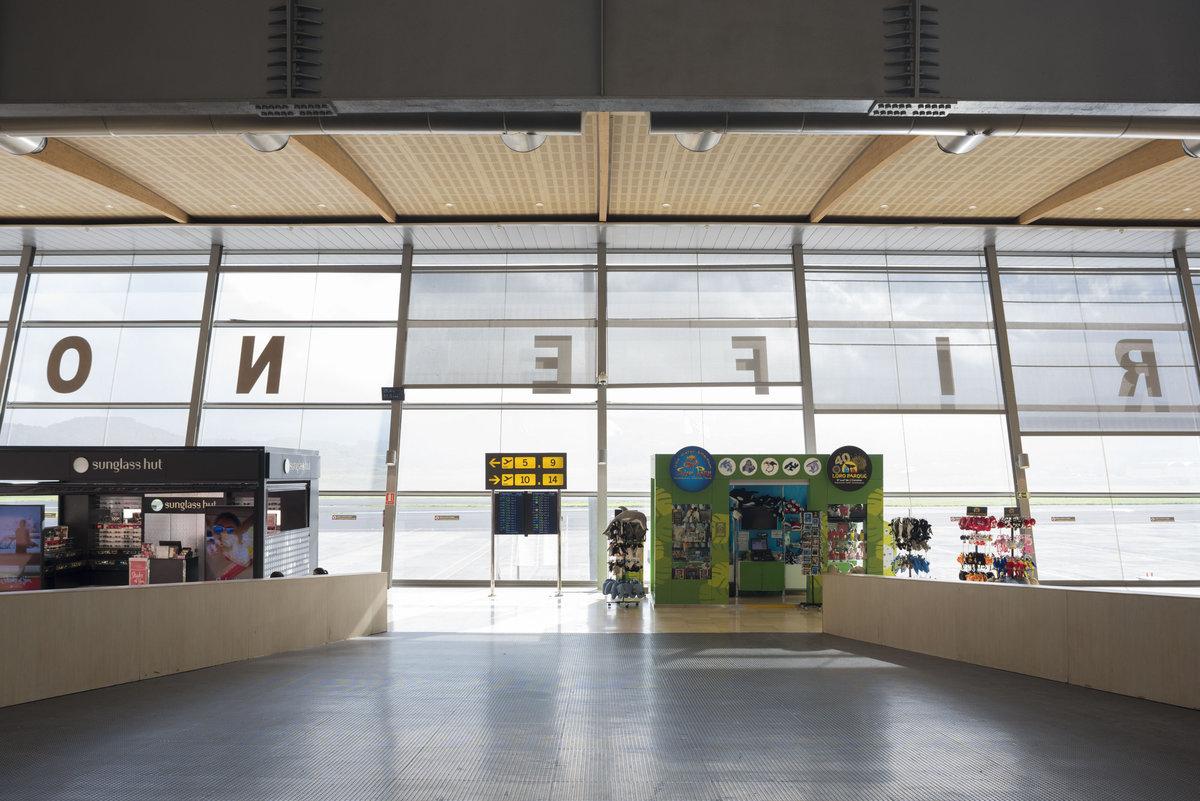 Аэропорт Тенерифе Северный: вход в терминал после дьюти-фри