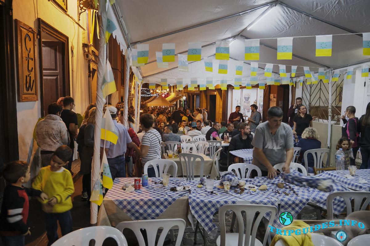 Во время праздника столы полны жареных каштанов и вина - Тенерифе