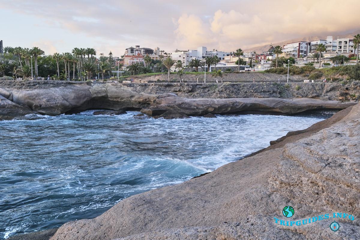 Коста Адехе - прогулочный променад и бирюзовые воды