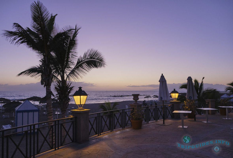 Коста Адехе вечером - пляж Дель Дюк