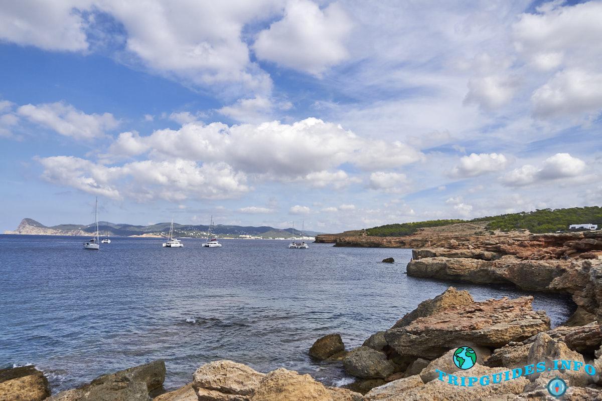 Пляж Кала-Басса на Ибице - Балеарские острова, Испания
