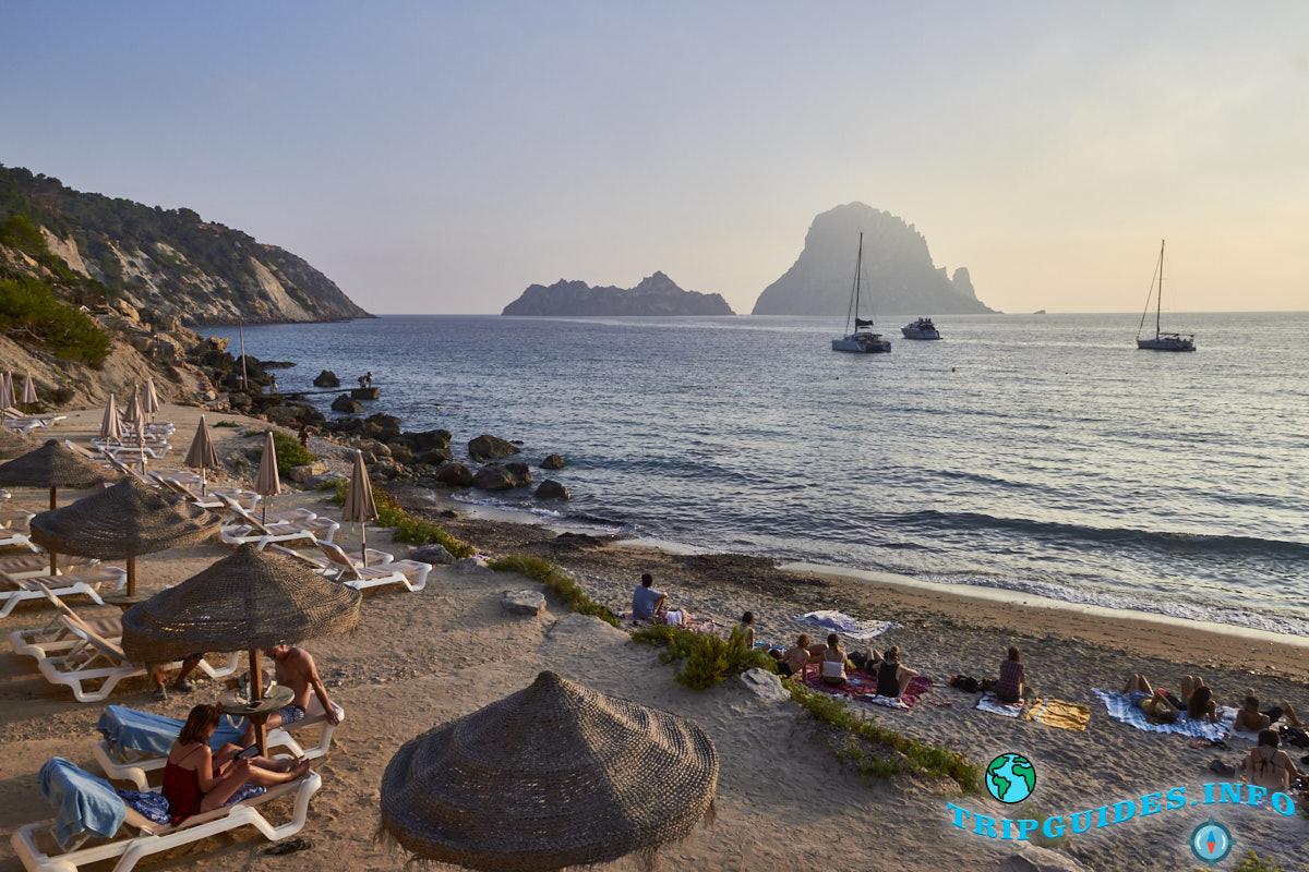 Пляж Кала-дХорт - Ибица, Балеарские острова, Испания