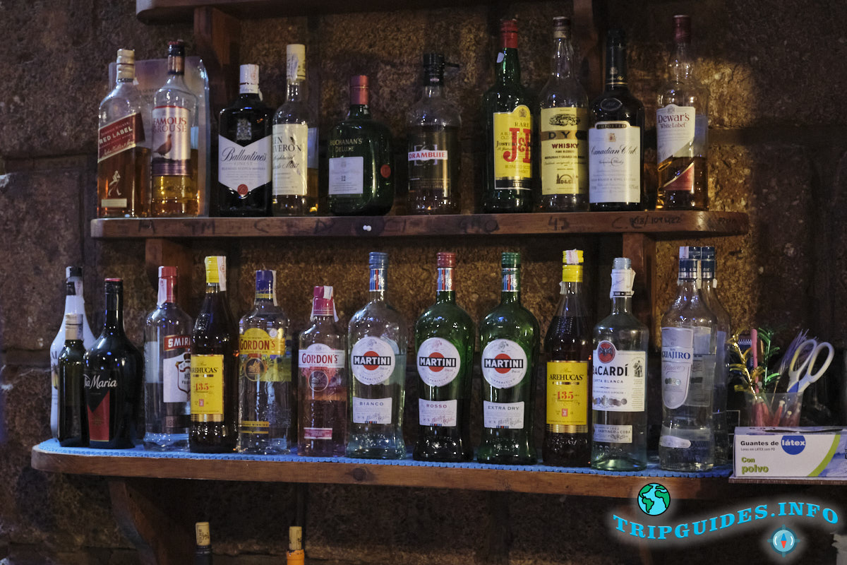 Напитки в баре замка Сан-Мигель