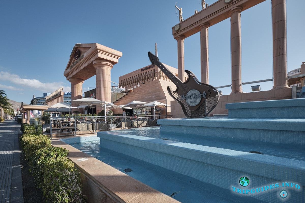 Пирамида Ароны на курорте Плайя-де-Лас-Америкас