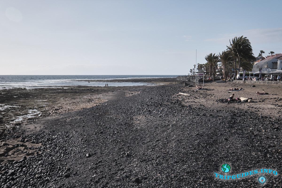 Западнее от пляжа Эль Камисон (Playa del Camison) - Лас-Америкас Тенерифе. Здесь занимаются серфингом