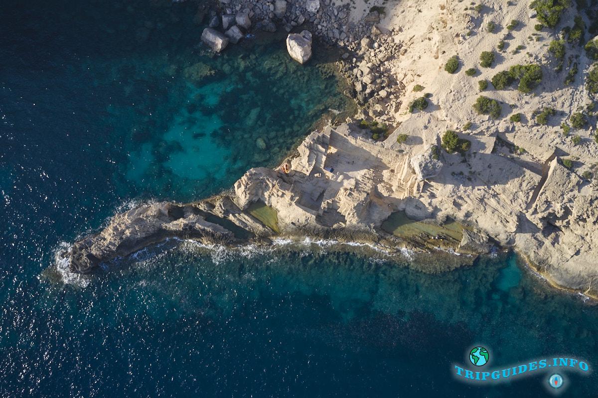 Пляж Атлантис - секретное место или скрытая бухта на Ибице