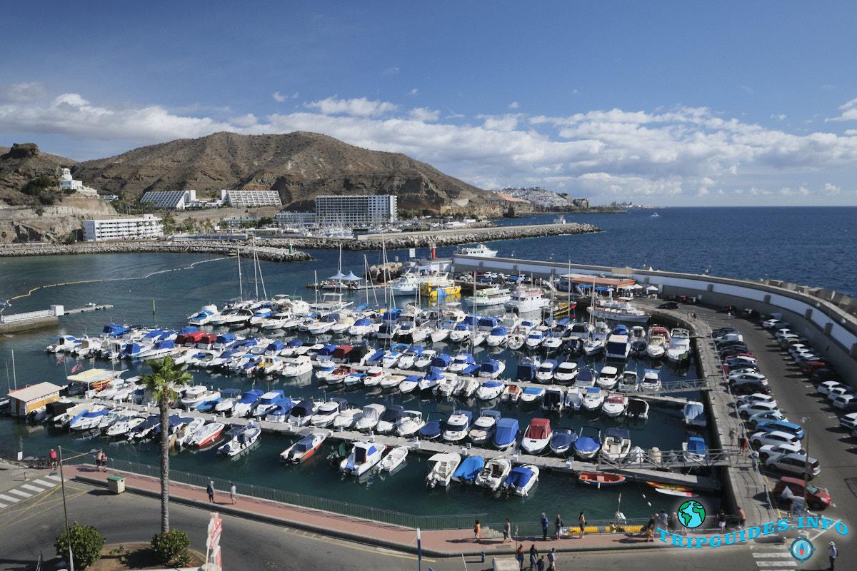Морской порт Пуэрто Рико Гран-Канария Испания