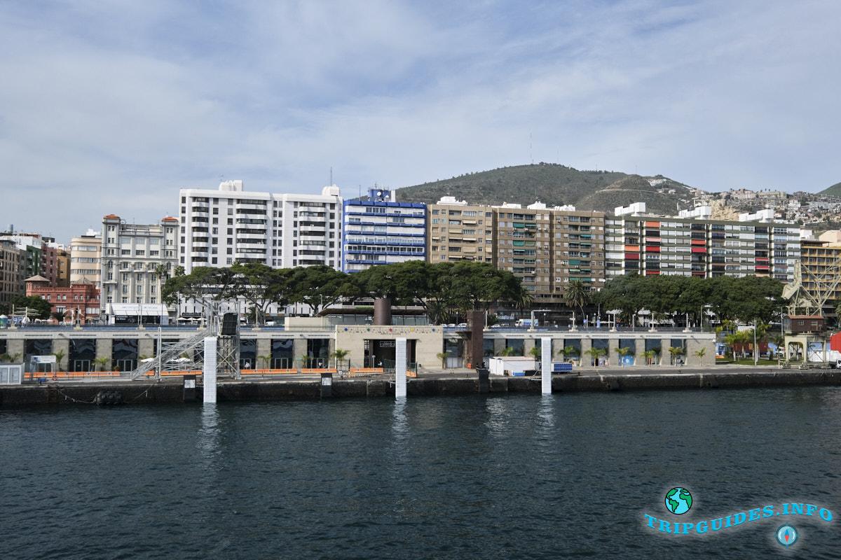 Главное здание морского порта в столице Санта-Крус-де-Тенерифе