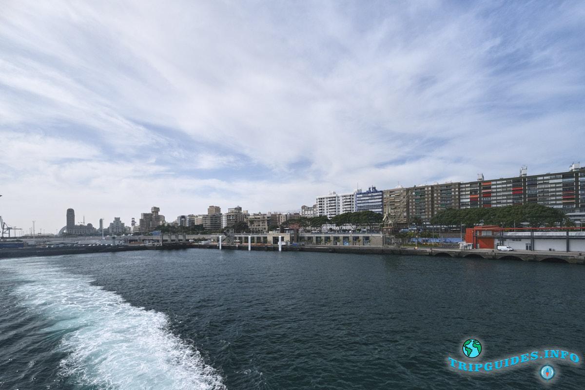 Вид морского порта в Санта-Крус-де-Тенерифе с корабля