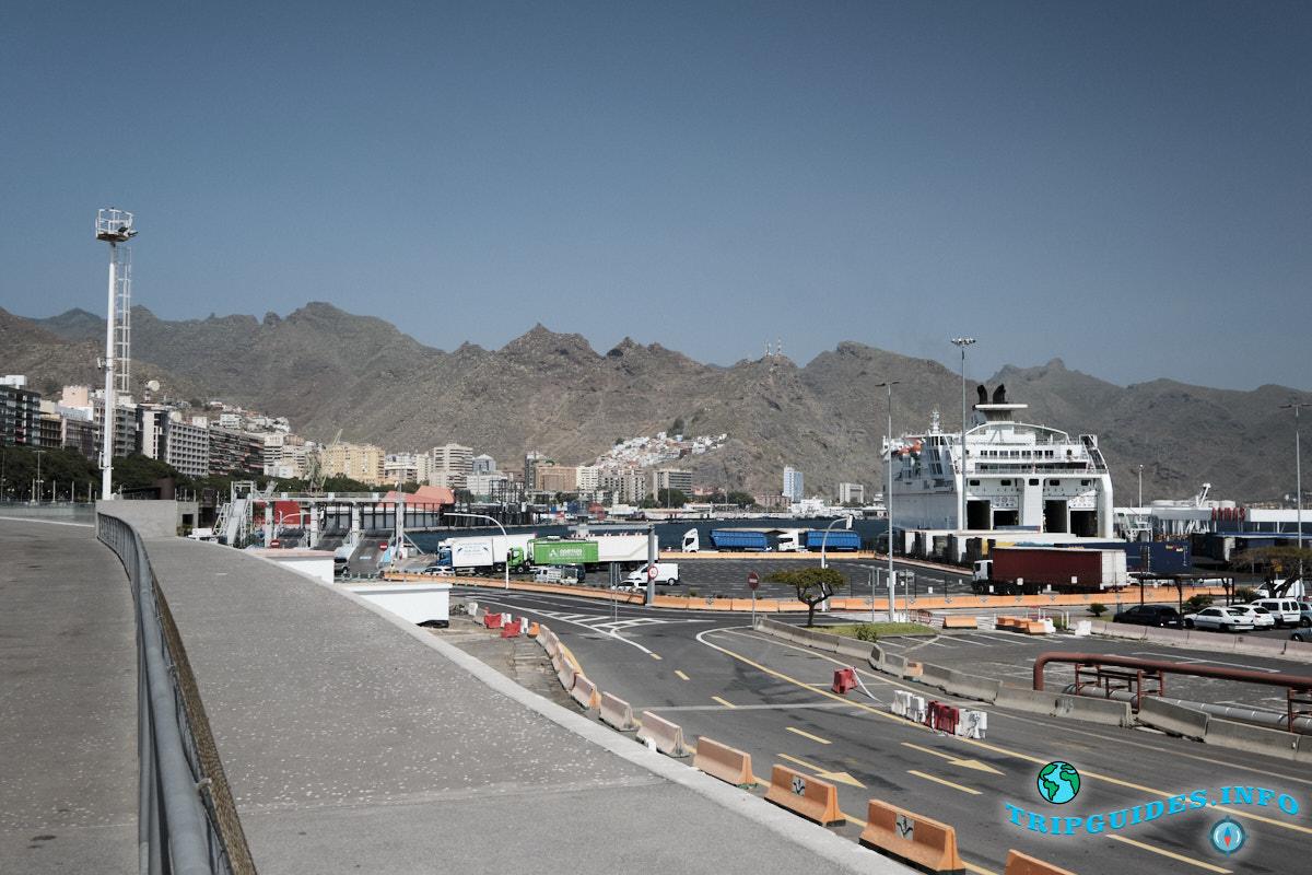 Вид на порт с проспекта Маритима в Санта-Крус-де-Тенерифе