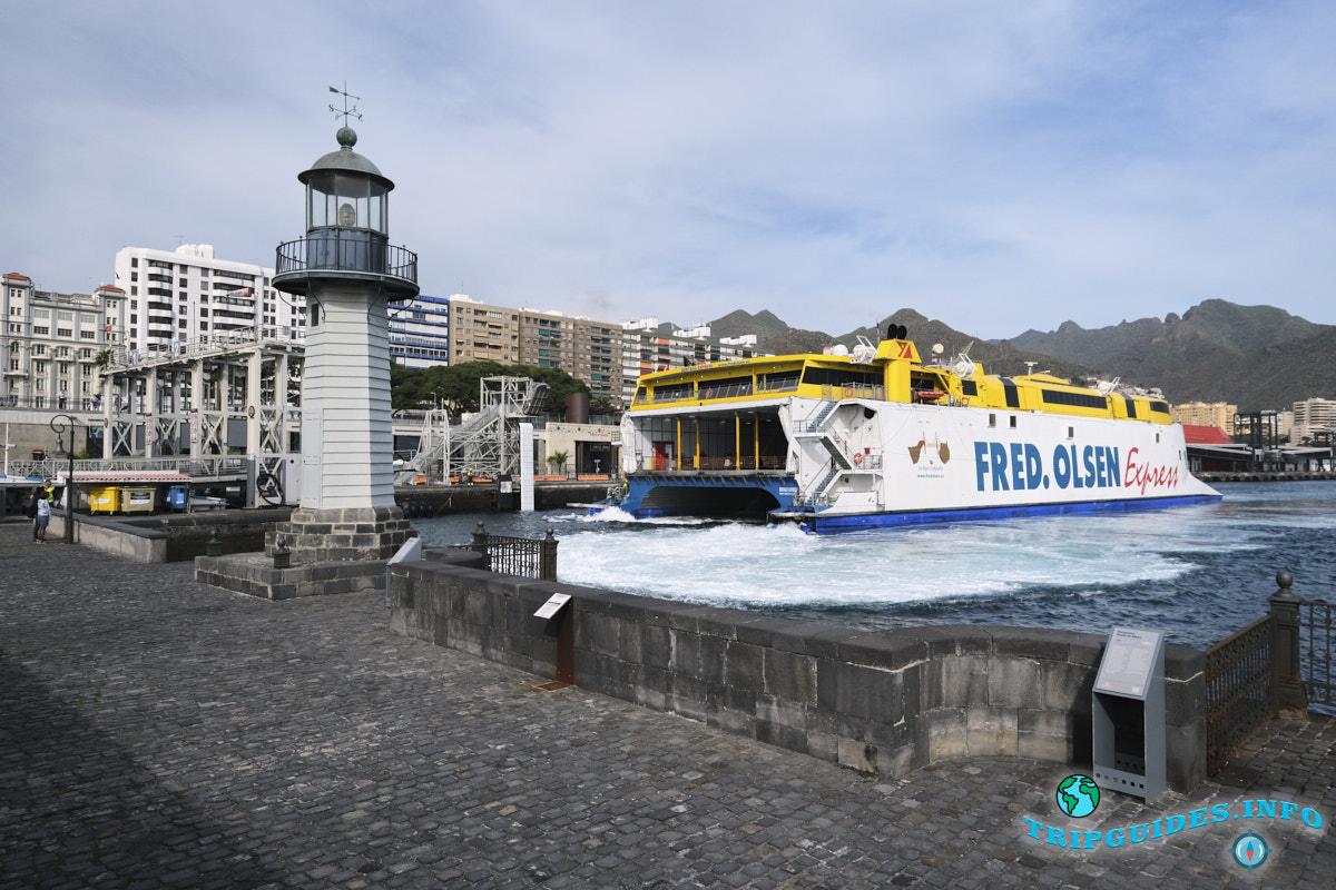 Маяк - La Farola del Mar в порту Санта-Крус-де-Тенерифе