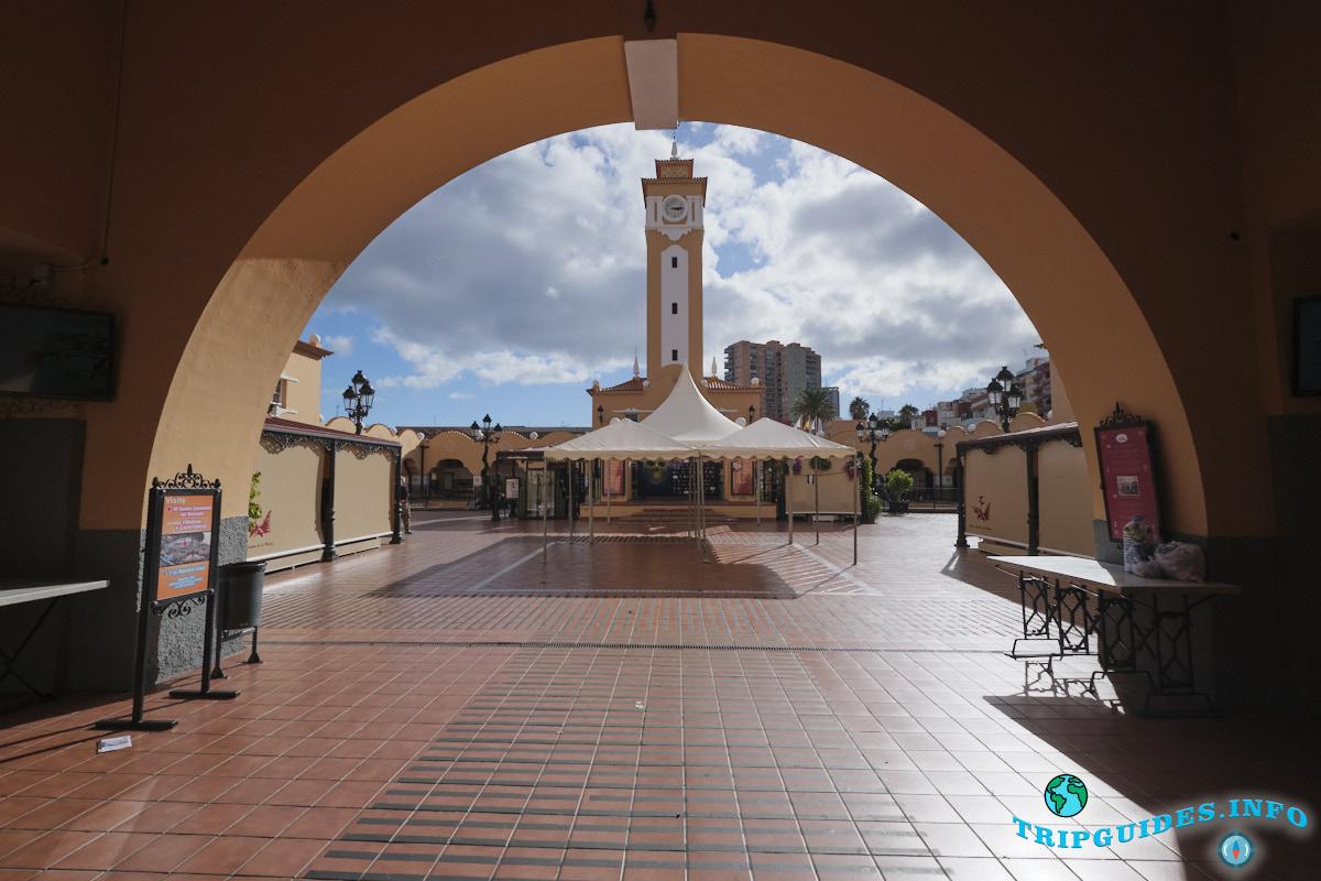 Рынок Ла-Рекова или Девы Марии из Африки в Санта-Крус-де-Тенерифе, Испания