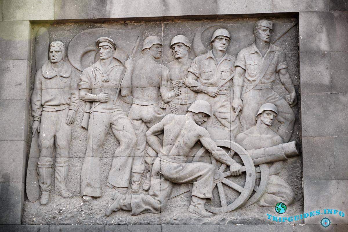 Настенные барельефы патриотической тематики - Площадь Испании в Санта-Крус-де-Тенерифе
