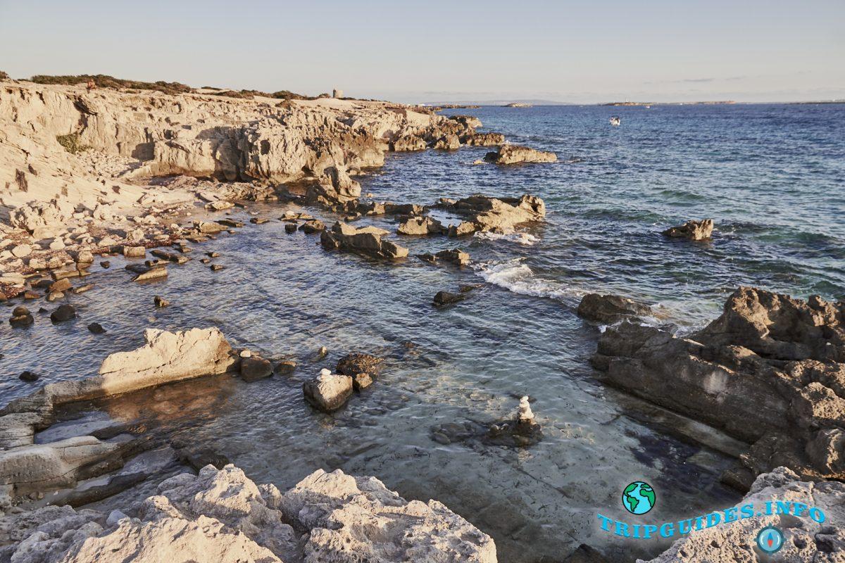 Пляж Сес Салинес на острове Ибица, Испания