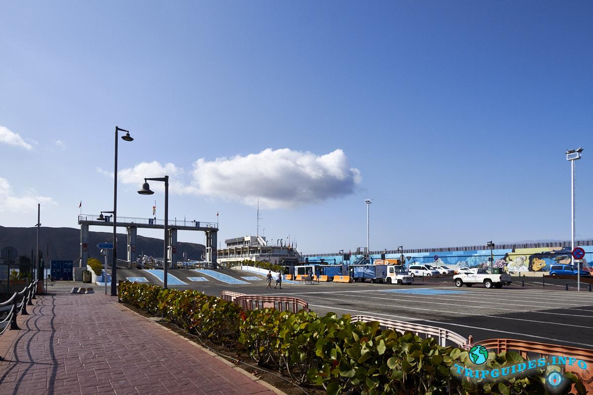 Порт в Лос-Кристианос Тенерифе Канарские острова Испания