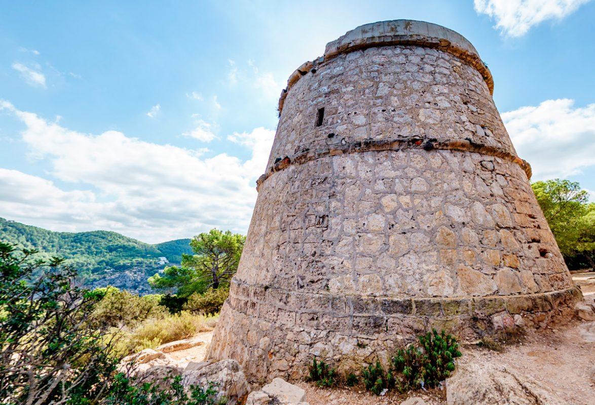 Башня Торре-дес-Молар на Ибице - Балеарские острова, Испания