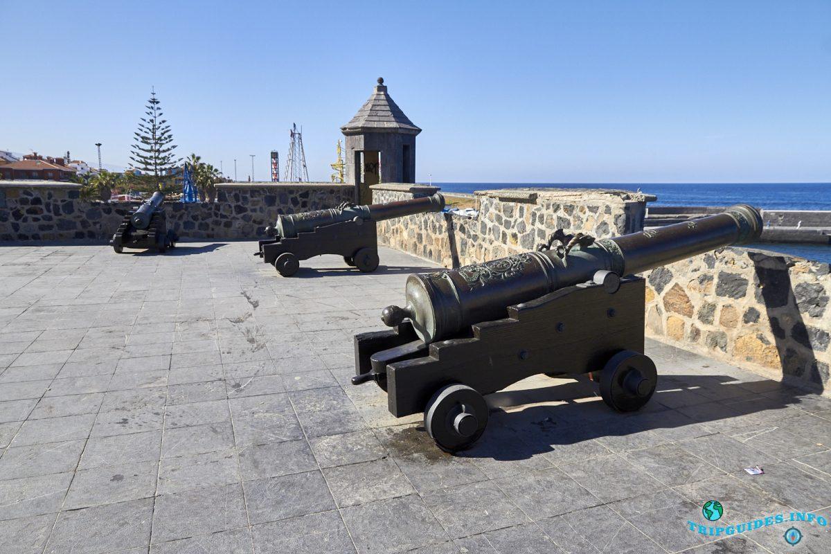 Батарея Санта-Барбара в Пуэрто-де-Ле-Крус на Тенерифе, Канарские острова, Испания