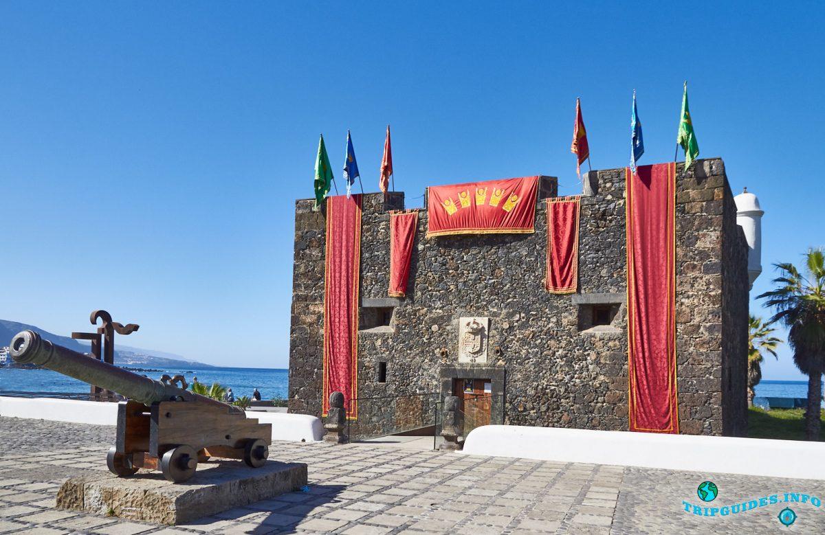 Крепость или Замок Сан-Филипе в Пуэрто-де-Ле-Крус на Тенерифе, Канарские острова, Испания
