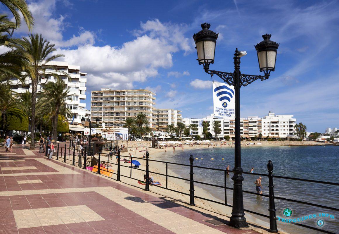 Набережная курортного города Санта-Эулалия-дель-Рио - Ибица, Балеарские острова, Испания