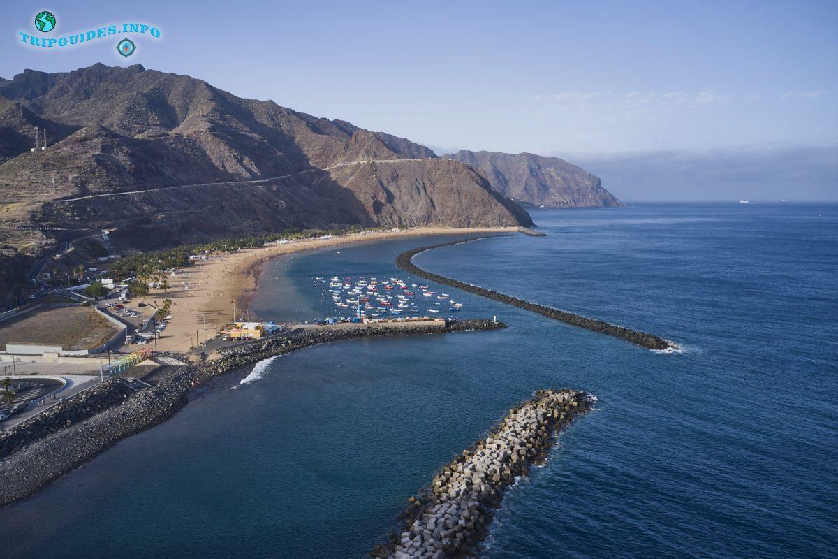 Пляж Лас Тереситас в Сан-Андрес Санта-Крус-де-Тенерифе, Канарские острова, Испания