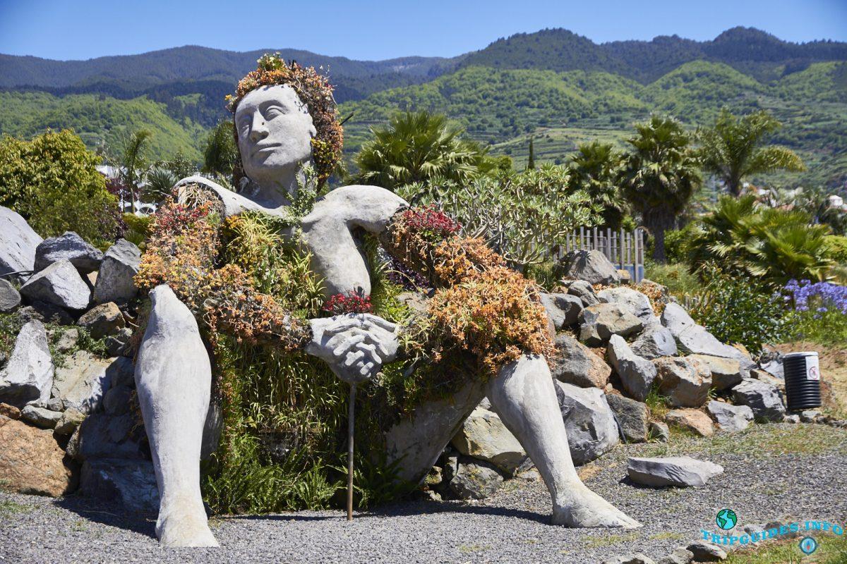 Сад Jardin Social La Quinta и женщина великан из бетона La Giganta в Пуэрто-де-Ле-Крус на Тенерифе