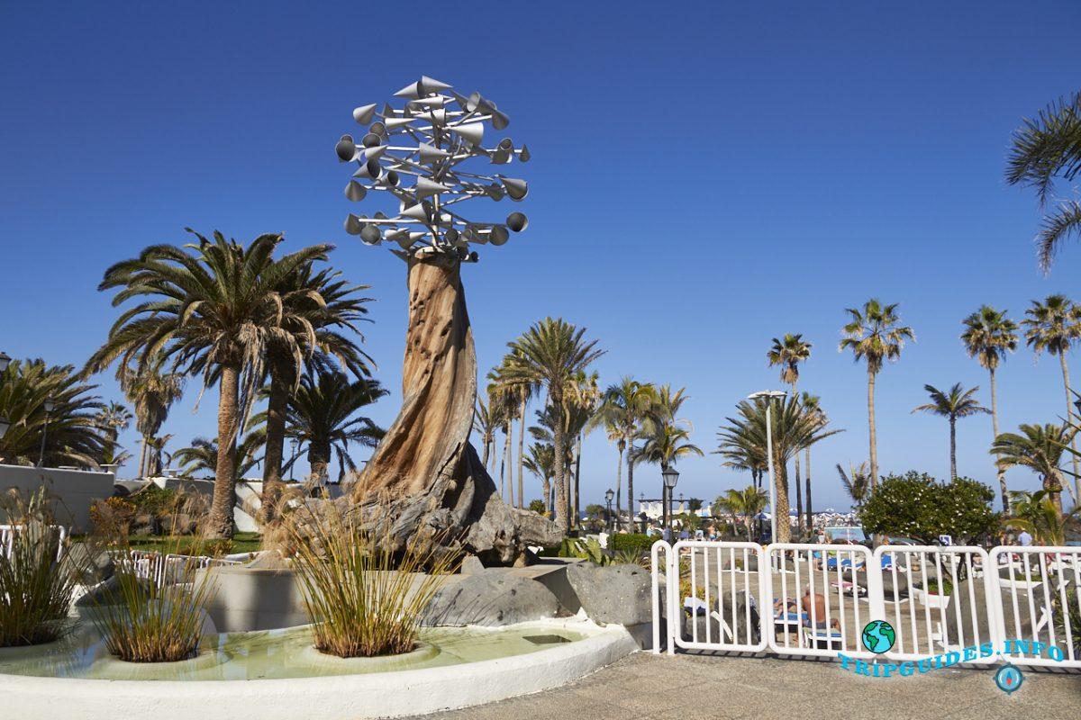 Скульптура - Игрушка с ветром. Бассейны Мартианес в Пуэрто-де-Ла-Крус - Тенерифе, Канарские острова, Испания