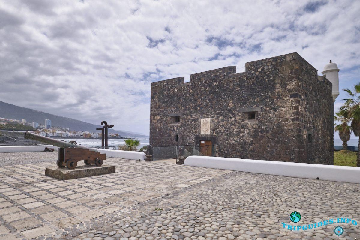 Castillo de San Felipe - замок, оборонительная крепость в Пуэрто-де-Ла-Крус на Тенерифе (Канарские острова, Испания)