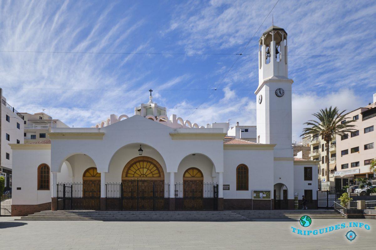 Церковь Нуэстра-Сеньора-дель-Кармен в Лос-Кристианос Тенерифе, Канарские острова, Испания
