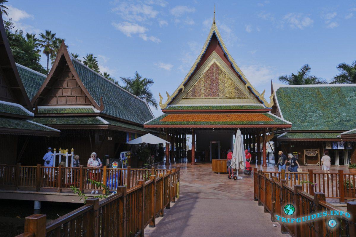Тайская деревня в Лоро парке Тенерифе