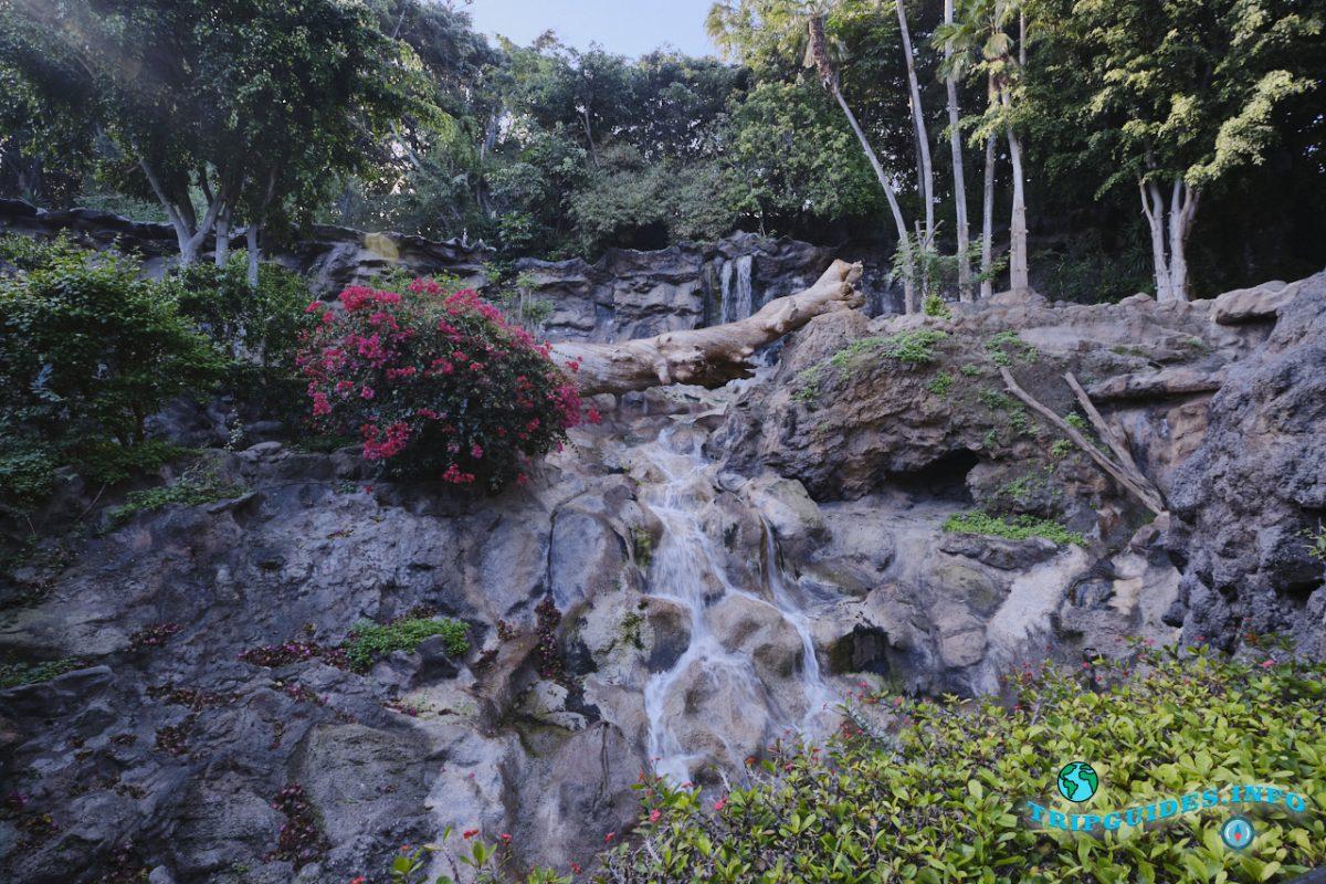 Тайская деревня в Лоро парке Тенерифе - водопады
