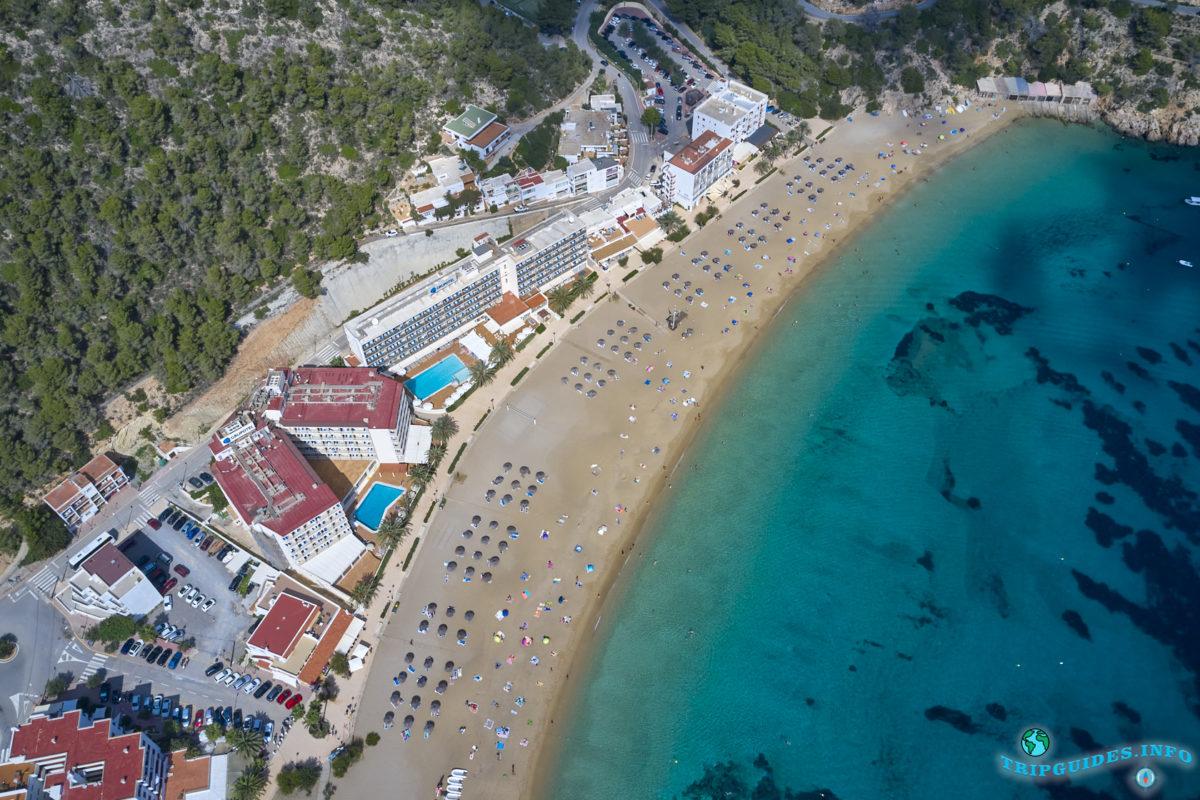 Кала-де-Сант-Висент - курорт, пляж и бухта на Ибице, Балеарские острова, Испания