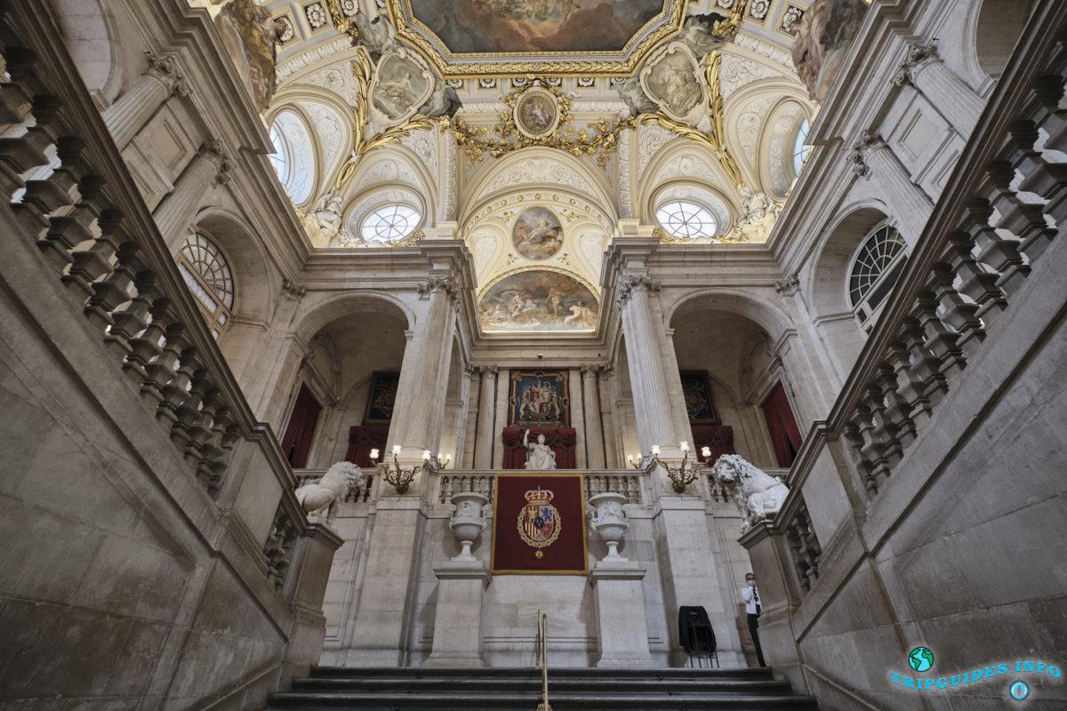 Экскурсии в Королевский дворец в Мадриде, Испания - Palacio Real de Madrid