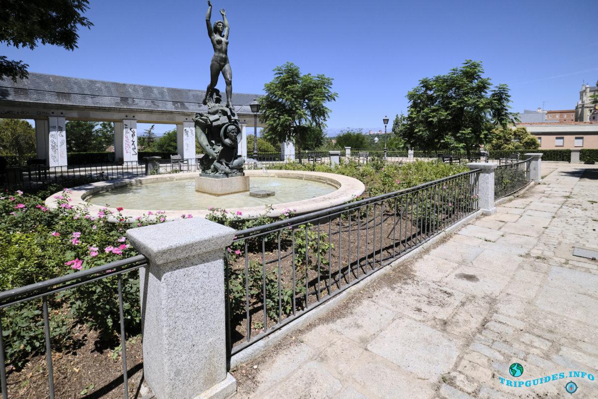 Памятник Гомесу де Ла Серна Рамону в Мадриде, Испания - Monumento a Ramón Gómez de la Serna