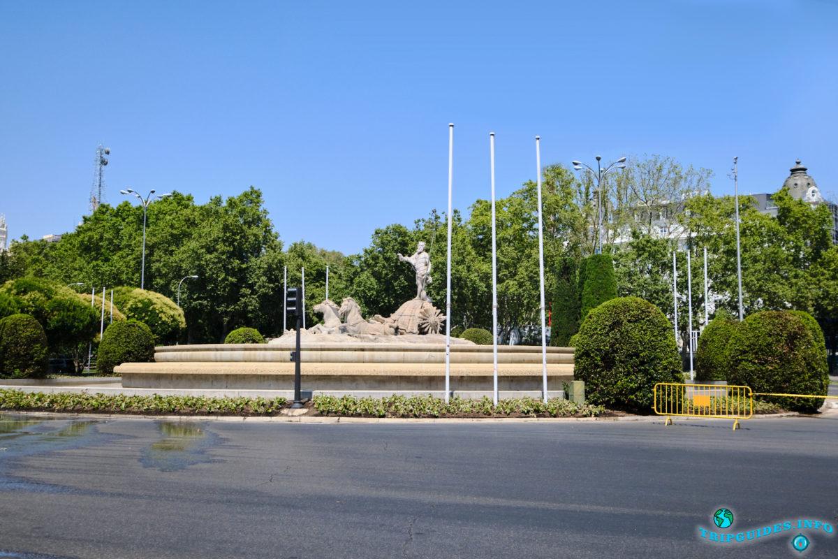 Площадь Кановас-дель-Кастильо в Мадриде, Испания