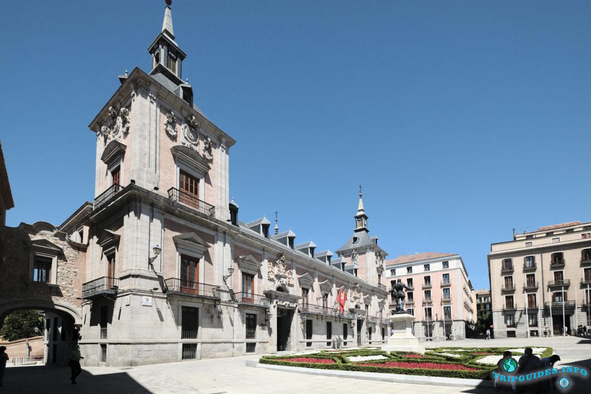 Площадь Пласа-де-ла-Вилья в Мадриде, Испания - Plaza de la Villa