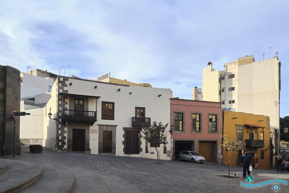 Старая больница Сан-Мартин в районе Вегета в городе Лас-Пальмас-де-Гран-Канария, Испания