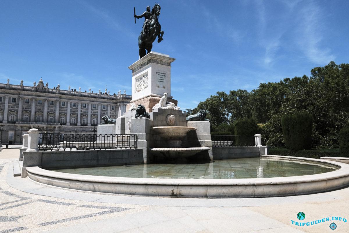 Восточная площадь в Мадриде, Испания - Plaza de Oriente