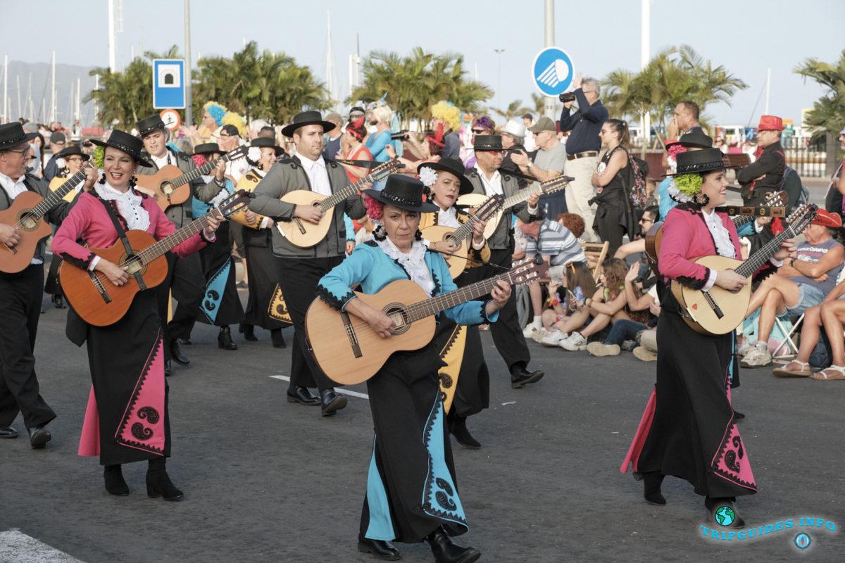 Главное шествие - Gran Coso Apoteosis - Карнавал в Санта-Крус-де-Тенерифе на острове Тенерифе, Испания