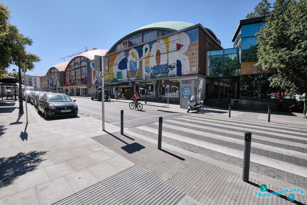 Рынок Себада в Мавританском квартале Ла-Морерия в Мадриде - столица Испании