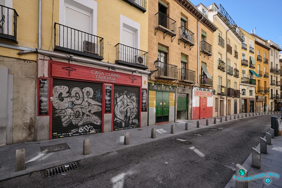 Улица Кава-Баха в Мавританском квартале Ла-Морерия в Мадриде - столица Испании