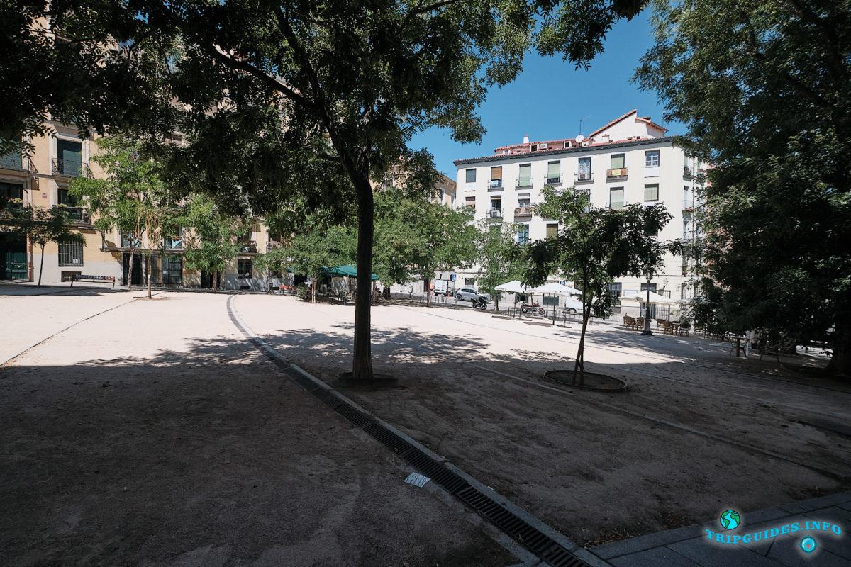 Соломенная площадь в Мавританском квартале Ла-Морерия в Мадриде - столица Испании