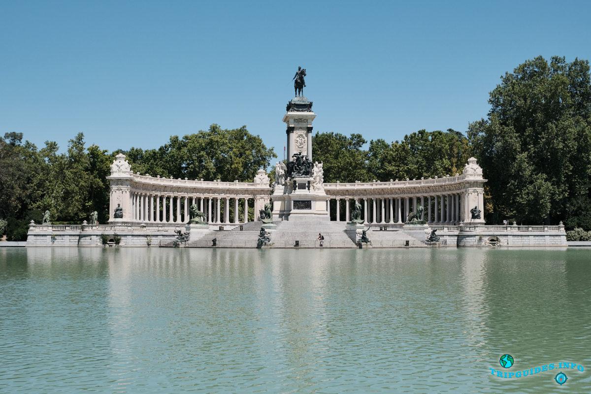 Экскурсии по Мадриду с гидом - Памятник Альфонсо XII - Парк Буэн-Ретиро