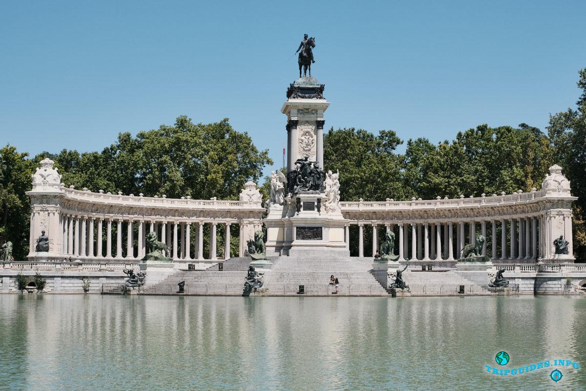 Памятник Альфонсо XII - Парк Буэн-Ретиро в Мадриде - Испания (Parque del Buen Retiro)